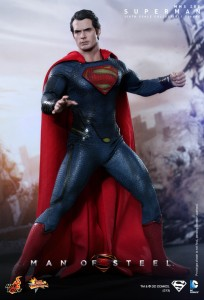 Hot_Toys_-_Man_of_Steel_-_Superman_Collectible_Figure_PR2