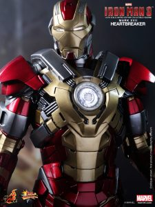 Hot_Toys_-_Iron_Man_3_-_Heartbreaker_(Mark_XVII)_Limited_Edition_Collectible_Figurine_PR10