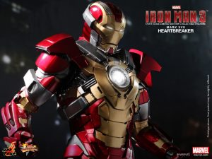 Hot_Toys_-_Iron_Man_3_-_Heartbreaker_(Mark_XVII)_Limited_Edition_Collectible_Figurine_PR8