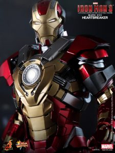 Hot_Toys_-_Iron_Man_3_-_Heartbreaker_(Mark_XVII)_Limited_Edition_Collectible_Figurine_PR9