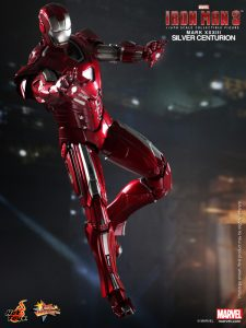 Hot_Toys_-_Iron_Man_3_-_Silver_Centurion_Collectible_Figurine_PR3