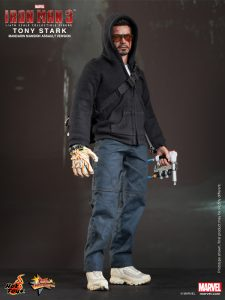 Hot_Toys_-_Iron_Man_3_-_Tony_Stark_(Mandarin_Mansion_Assault_Version)_Collectible_Figurine_PR1