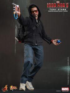 Hot_Toys_-_Iron_Man_3_-_Tony_Stark_(Mandarin_Mansion_Assault_Version)_Collectible_Figurine_PR2