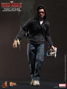Hot_Toys_-_Iron_Man_3_-_Tony_Stark_(Mandarin_Mansion_Assault_Version)_Collectible_Figurine_PR3