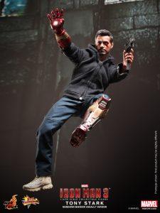 Hot_Toys_-_Iron_Man_3_-_Tony_Stark_(Mandarin_Mansion_Assault_Version)_Collectible_Figurine_PR4