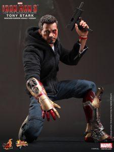 Hot_Toys_-_Iron_Man_3_-_Tony_Stark_(Mandarin_Mansion_Assault_Version)_Collectible_Figurine_PR5