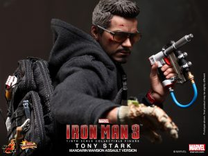 Hot_Toys_-_Iron_Man_3_-_Tony_Stark_(Mandarin_Mansion_Assault_Version)_Collectible_Figurine_PR7