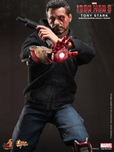 Hot_Toys_-_Iron_Man_3_-_Tony_Stark_(Mandarin_Mansion_Assault_Version)_Collectible_Figurine_PR9