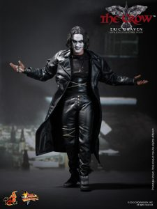 Hot_Toys_-_The_Crow_-_Eric_Draven_Collectible_Figure_PR1