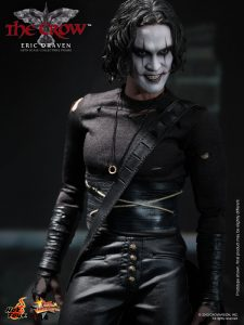 Hot_Toys_-_The_Crow_-_Eric_Draven_Collectible_Figure_PR10