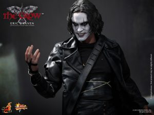 Hot_Toys_-_The_Crow_-_Eric_Draven_Collectible_Figure_PR11