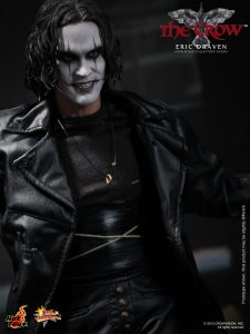 Hot_Toys_-_The_Crow_-_Eric_Draven_Collectible_Figure_PR12