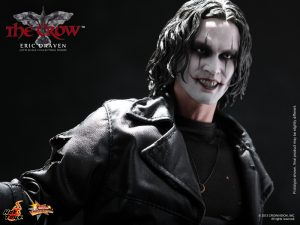 Hot_Toys_-_The_Crow_-_Eric_Draven_Collectible_Figure_PR13