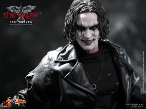 Hot_Toys_-_The_Crow_-_Eric_Draven_Collectible_Figure_PR14