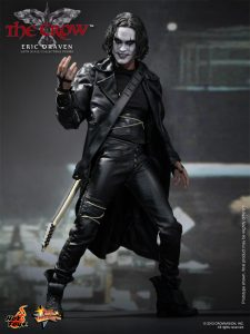 Hot_Toys_-_The_Crow_-_Eric_Draven_Collectible_Figure_PR2