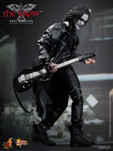 Hot_Toys_-_The_Crow_-_Eric_Draven_Collectible_Figure_PR3