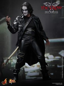 Hot_Toys_-_The_Crow_-_Eric_Draven_Collectible_Figure_PR4