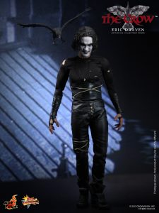 Hot_Toys_-_The_Crow_-_Eric_Draven_Collectible_Figure_PR5