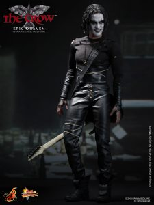 Hot_Toys_-_The_Crow_-_Eric_Draven_Collectible_Figure_PR6