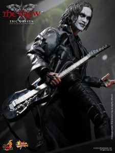 Hot_Toys_-_The_Crow_-_Eric_Draven_Collectible_Figure_PR8