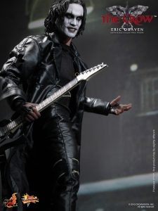 Hot_Toys_-_The_Crow_-_Eric_Draven_Collectible_Figure_PR9