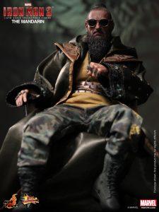 Hot_Toys_-_Iron_Man_3_-_The_Mandarin_Collectible_Figure_PR2