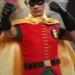 Hot_Toys_-_Batman_(1966)_-_Robin_Collectible_Figure_PR3