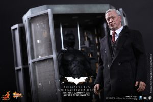 wpid-storagesdcard0DownloadHot-Toys-The-Dark-Knight-Batman-Armory-with-Alfred-Pennyworth-Collectible-Set_PR3.jpg.jpg