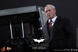 wpid-storagesdcard0DownloadHot-Toys-The-Dark-Knight-Batman-Armory-with-Alfred-Pennyworth-Collectible-Set_PR4.jpg.jpg