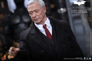 wpid-storagesdcard0DownloadHot-Toys-The-Dark-Knight-Batman-Armory-with-Alfred-Pennyworth-Collectible-Set_PR6.jpg.jpg