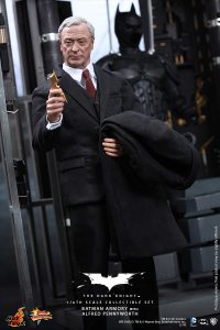 wpid-storagesdcard0DownloadHot-Toys-The-Dark-Knight-Batman-Armory-with-Alfred-Pennyworth-Collectible-Set_PR7.jpg.jpg