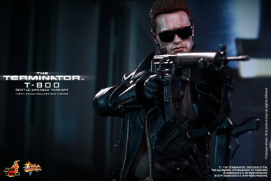 Hot_Toys_-_The_Terminator_-_T800_(Battle_Damaged_Version)_Collectible_Figure_PR11