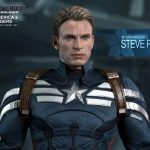 Hot_Toys_-_Captain_America_-_The_Winter_Soldier_-__Captain_America_&_Steve_Rogers_Collectible_Figures_Set_PR10