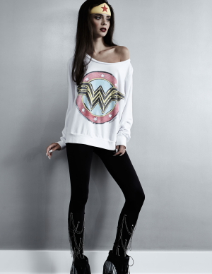 Lauren Moshi - Wonder Woman pullover white composed