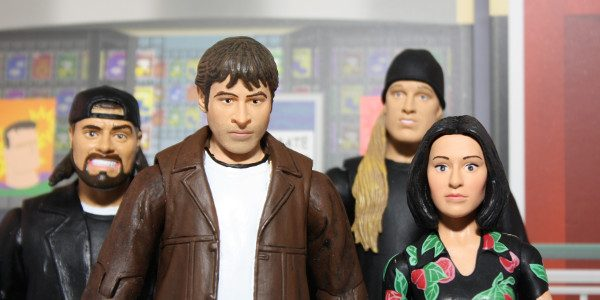 They're not there to shop. – They're not there to work. – They're just there in action figure form! The film Mallrats was Kevin Smith's second film and his first […]