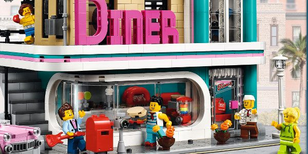 Discover a place where music is on the menu! Drop in at the LEGO® Creator Expert 10260 Downtown Diner, where you'll discover a healthy portion of fun and surprises. This […]