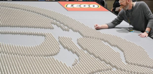 Earlier today, at Star Wars Celebration in Chicago, the LEGO Group Senior Director of Brand Relations, Michael McNally was presented the certificate of achievement by GUINNESS WORLD RECORDS Adjudicator, Christina […]