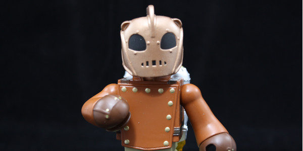 Diamond Select has given us a Vinimates figure based on the Rocketeer. If you're not familiar with Diamond Select Toys Vinimates like, they are 4-inch vinyl statues that are sculpted […]