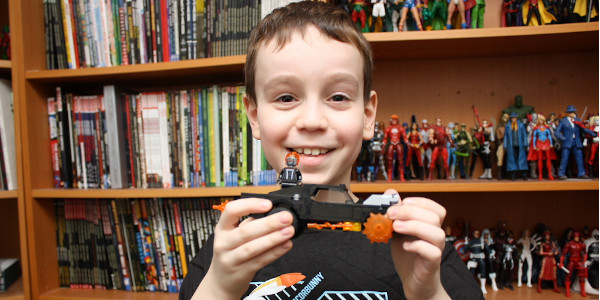 Sean shows off an awesome LEGO set! Spider-Man and Ghost Rider vs the evil Carnage! Click on the picture to check out the review!