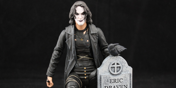 Diamond Select Toys gives us an incredible deluxe action figure based on the Crow.