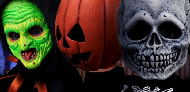 """""""It's almost time, kids. The clock is ticking."""" Happy happy Halloween, Halloween, Halloween, happy happy Halloween…Silver Shamrock! Based on their appearance in Halloween III: Season of the Witch, this boxed […]"""